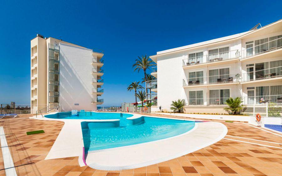 Family hotel globales playa estepona in estepona hoteles - Piscina playa ...