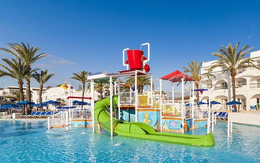 juegos de piscina en hoteles