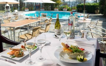 hoteles globales post & wellness terrasse schwimmbad mahlzeit speise