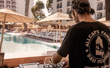 Globales Palma Beach - Piscina Djs stage