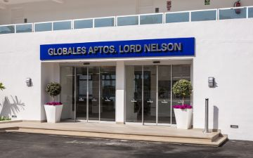 Globales Aptos. Lord Nelson - entrada - parking