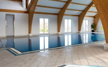 hoteles globales post & wellness indoor swimming pool jacuzzi