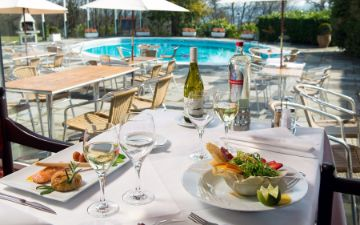 hoteles globales post & wellness terrace swimming pool dining